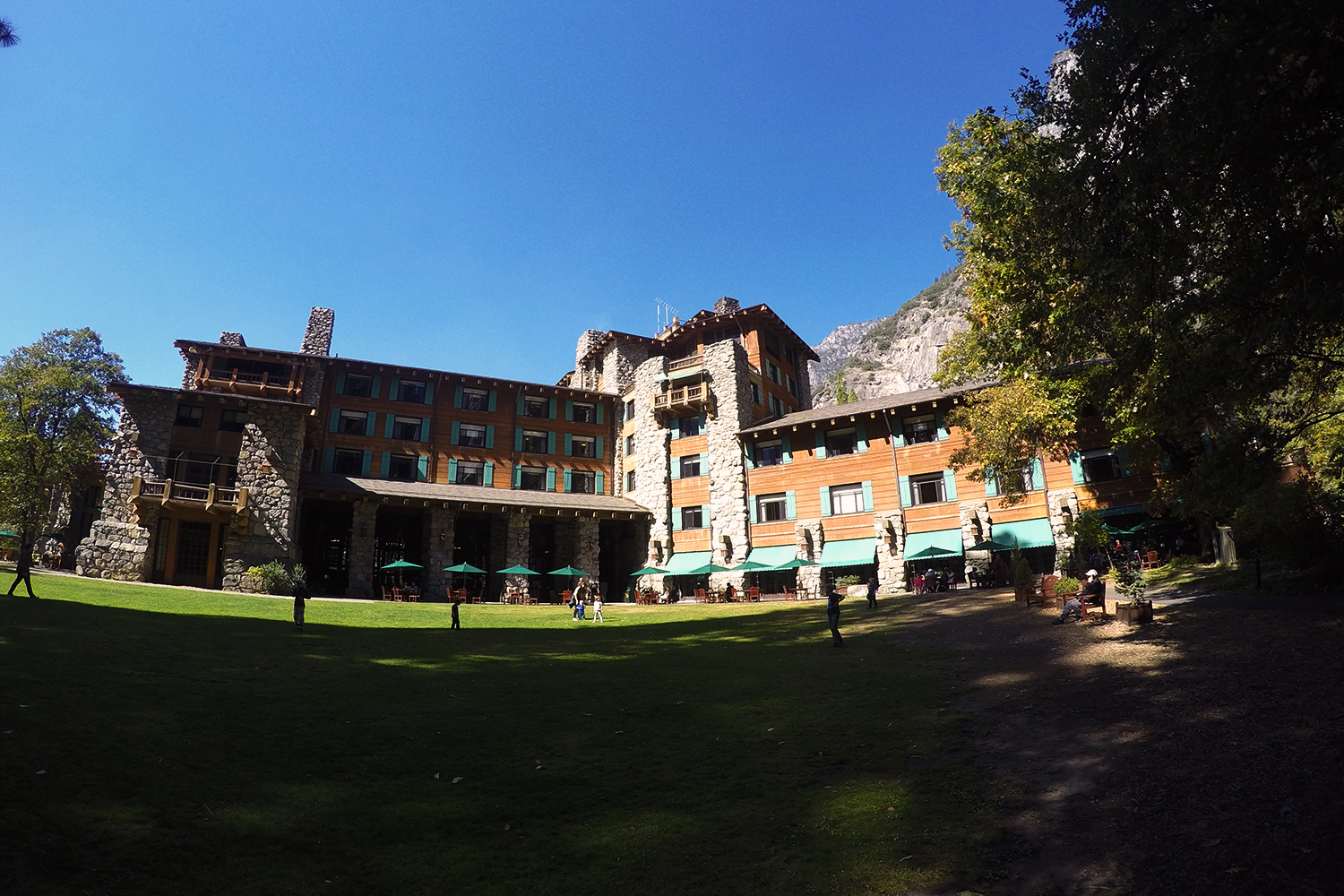 Paranormal activity in haunted ahwahnee hotel yosemite for Design hotel yosemite
