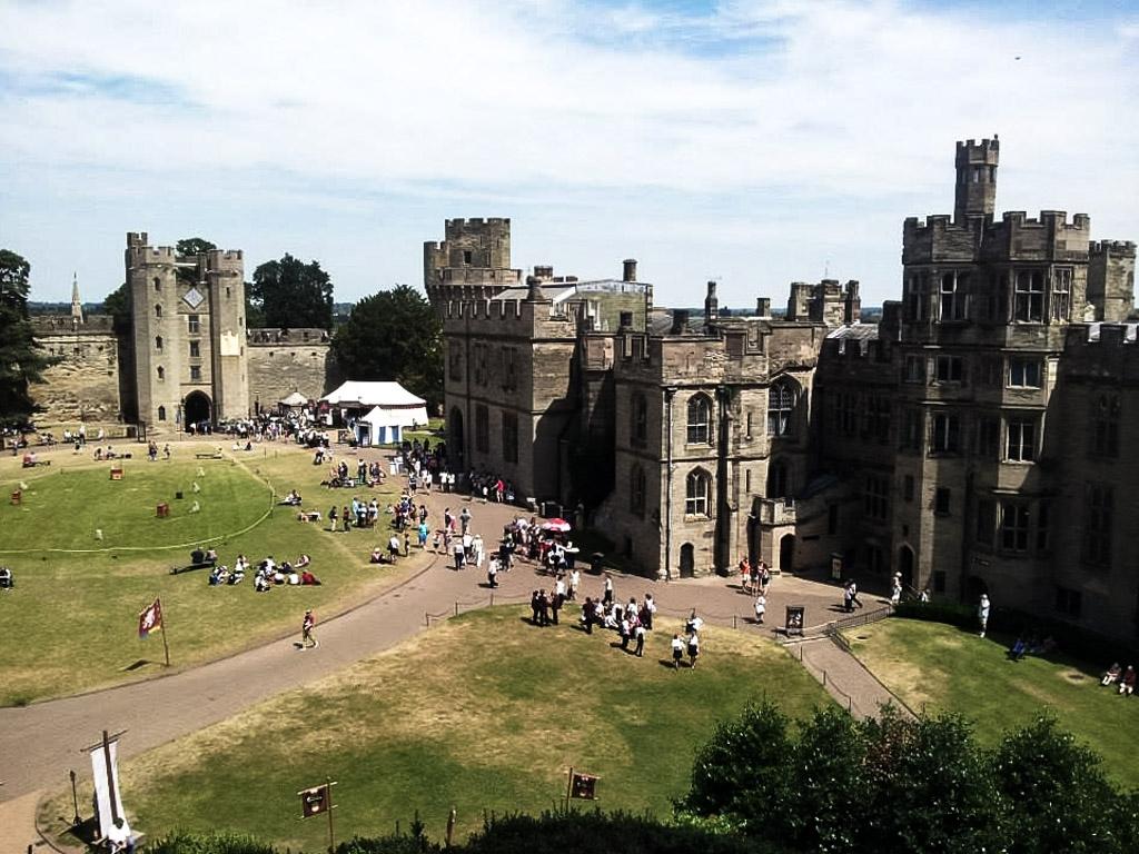 Warwick castle s