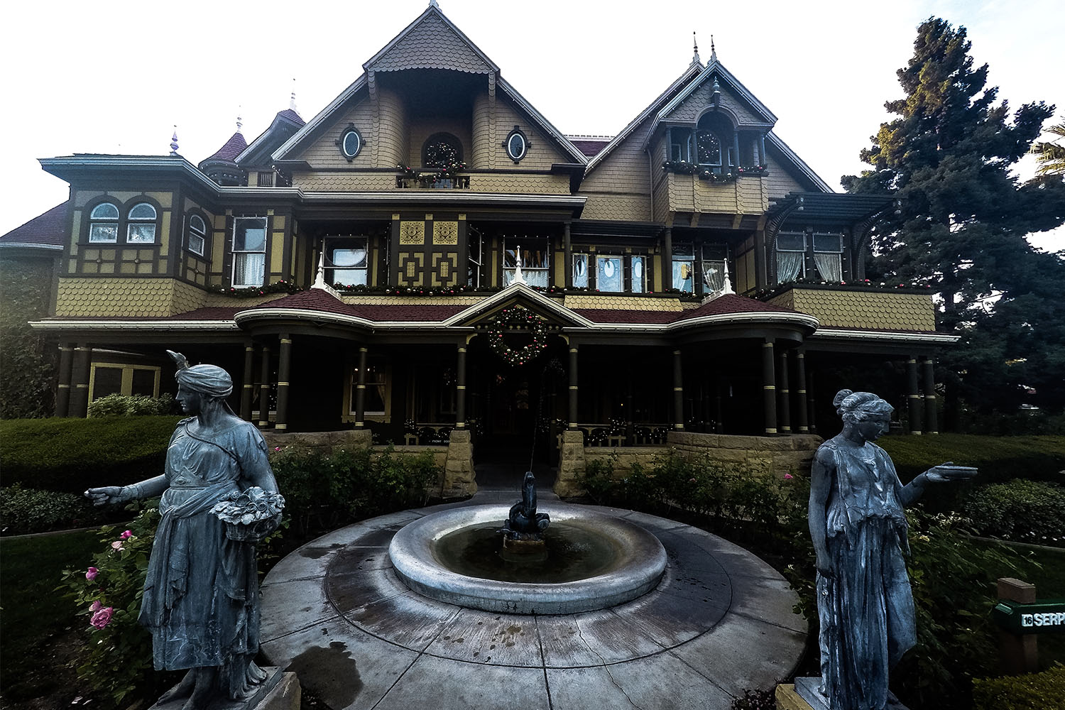 10 creepy facts about the winchester mystery house for The winchester house