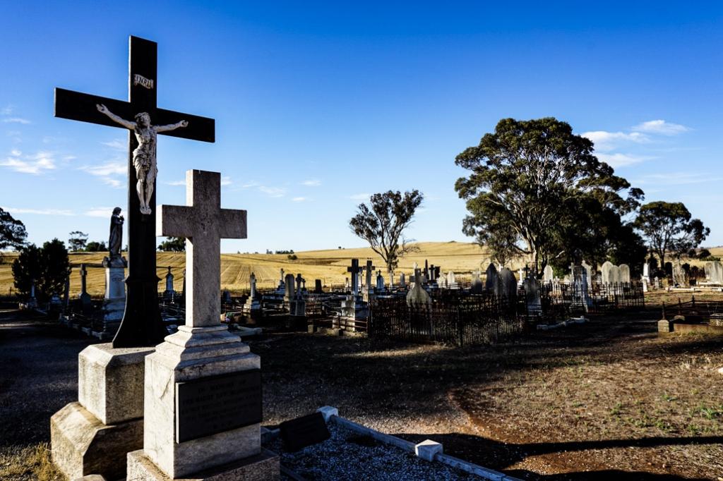 Graves in St. Johns Cemetery, Kapunda.