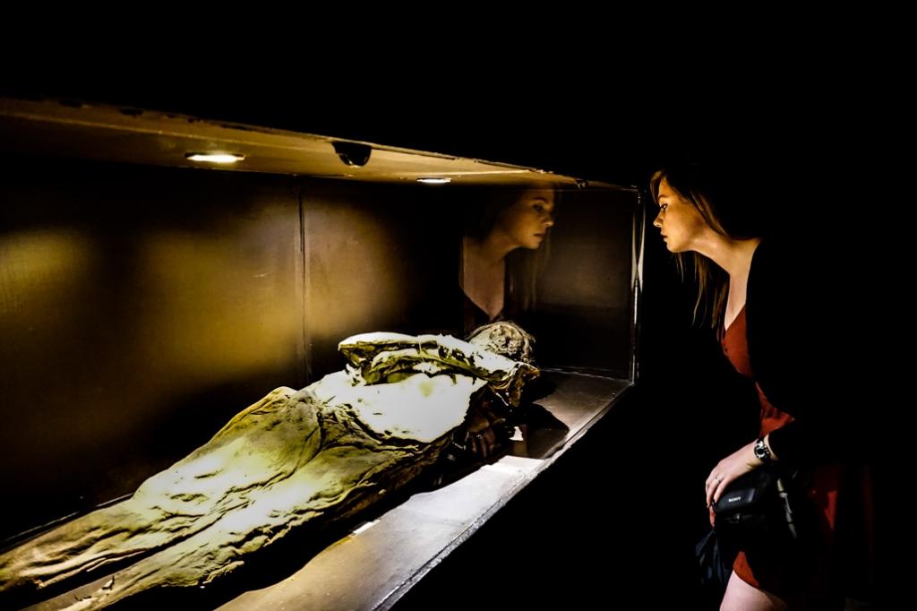 Looking at mummies in Guanajuato at Museo de las Momias.