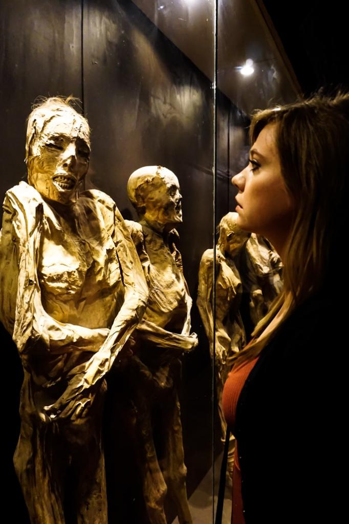 Museo de las Momias death display.