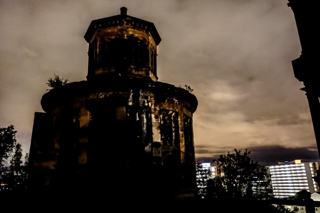 Glasgow Necropolis over the city of Glasgow.