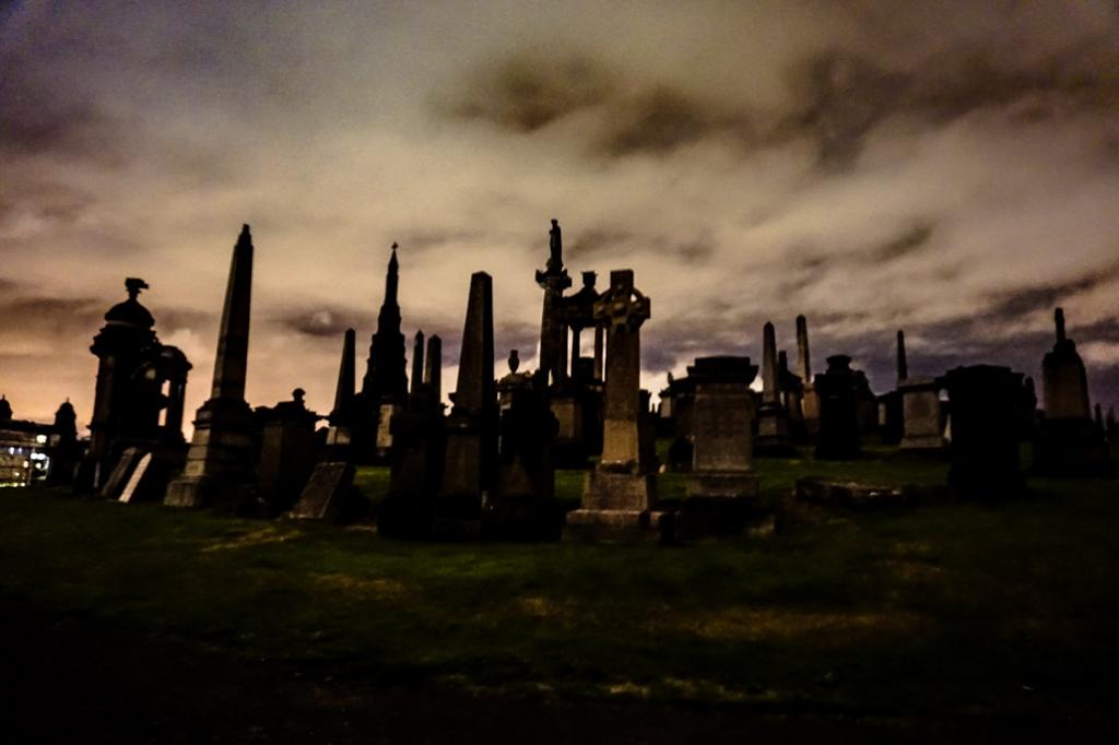 Glasgow Necropolis at night.