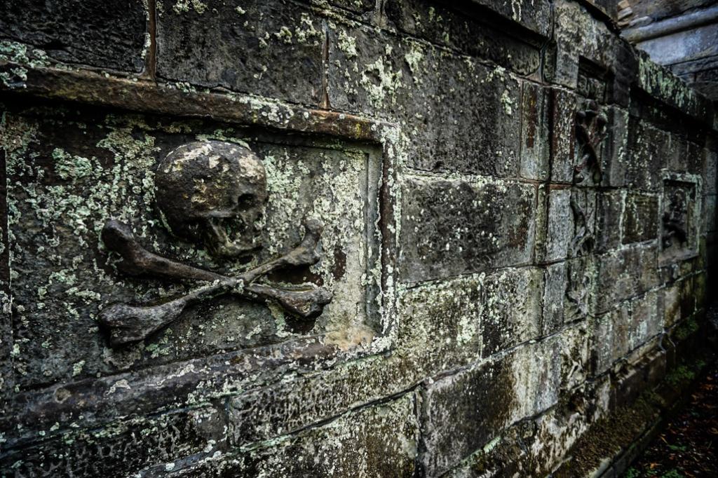 Skull in Greyfriars Cemetery.