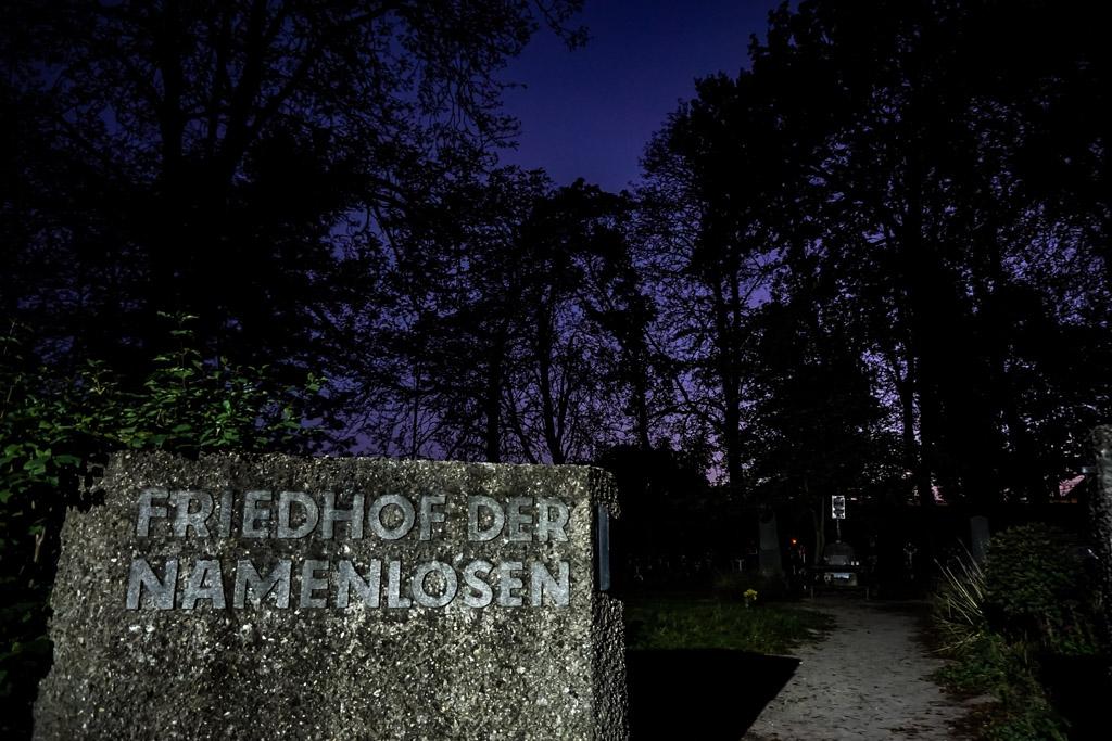 Freidhof der Namenlosen, Cemetery of the Nameless.