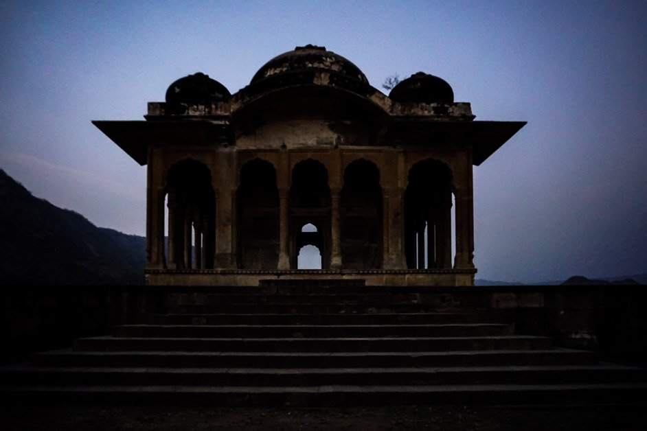 Tomb of the guru near Bhanagrh Fort.