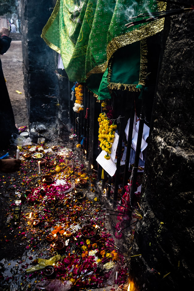 Offerings and prayers at Feroz Shah Kotla Fort