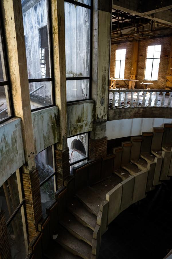 Abandoned former hotel.