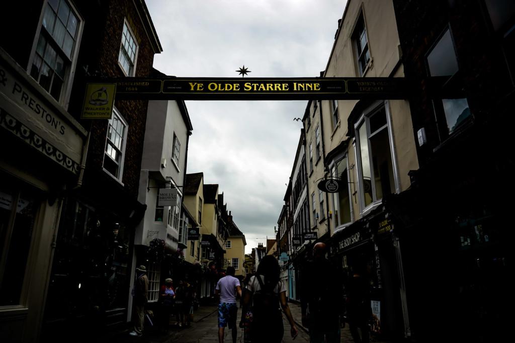 Sign of haunted pub Ye Olde Starre Inne.